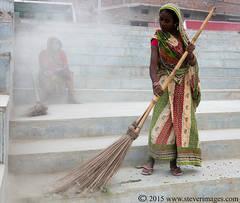 Indian woman, Sweeping, Sonepur Mela