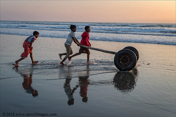 Beach children, Bangladesh