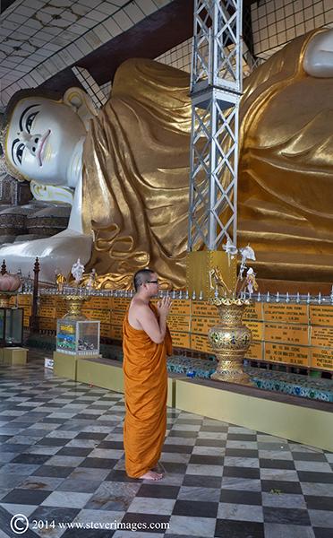 Monk, orange robes, praying, reclining buda, Rangoon, photo