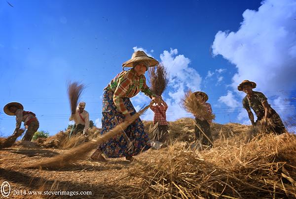 People at work in Burma, photo
