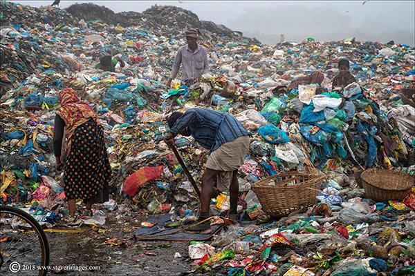 Rubbish dump, workers, Bangladesh, photo
