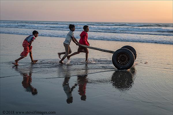 Beach children, Bangladesh, photo