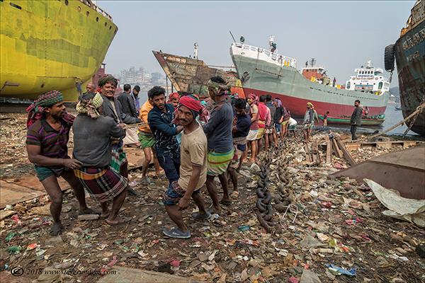 Shipyard Bangladesh, men working, photo