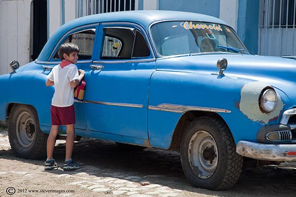achoolboy, classic car, Trinidad, Cuba, photo