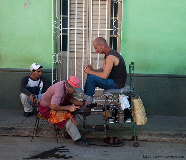 Shining shoes outdoors, Trinidad, Cuba, Image of man shining shoes outdoor in Trinida