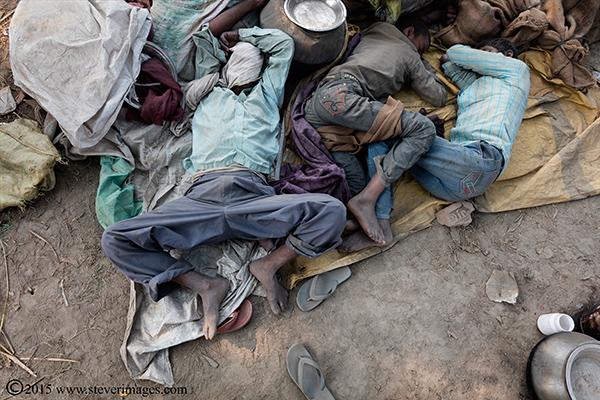 Indian men, Sonepur Mela, India, sleeping, photo