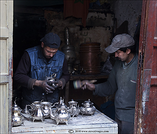 Polishing, silver, candid shots, Fes market, photo