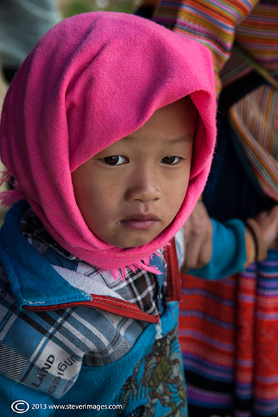 Head scarfes were often worn by both adult and child, here are a few images i took at the Bac Ha market one sunday morning...